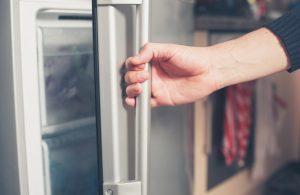دلایل بسته نشدن درب یخچال
