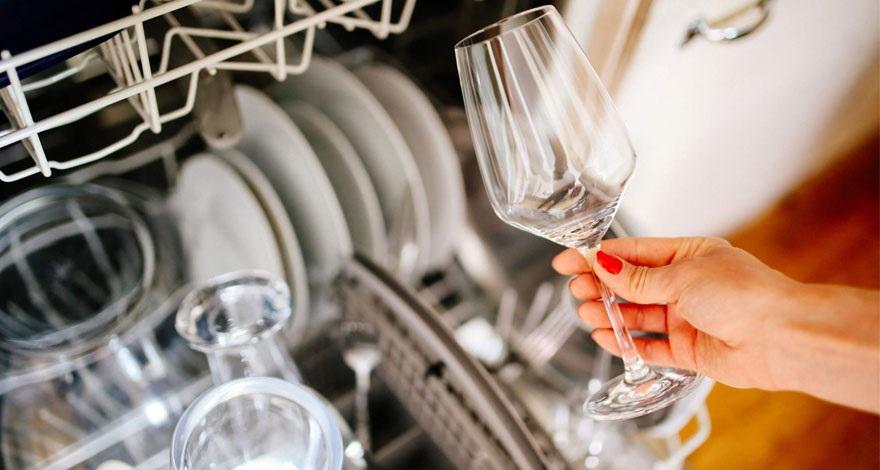 علل ایجاد لکه و سفیدک بر روی ظروف و راههای پیشگیری از این اتفاق