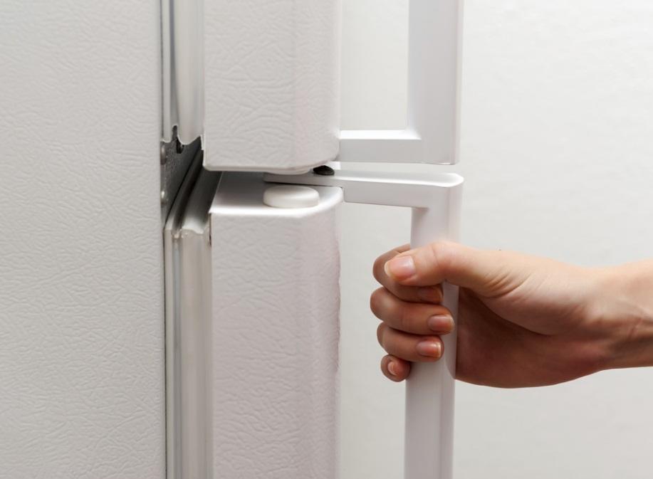 علت پوسیدگی و زنگ زدگی درب یخچال چیست؟