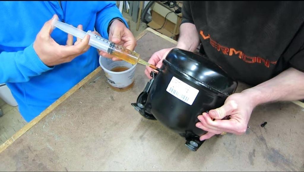 مراحل تعویض روغن موتور یخچال